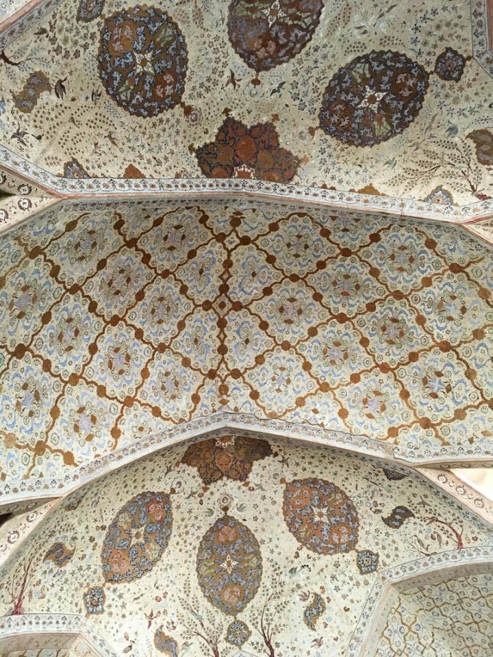 AliQapuPalace_Frescoes_Isfahan
