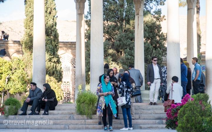 Hafez_Tomb_Admirers