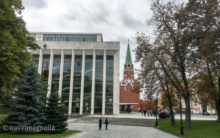 kremlin-and-constructivist-building