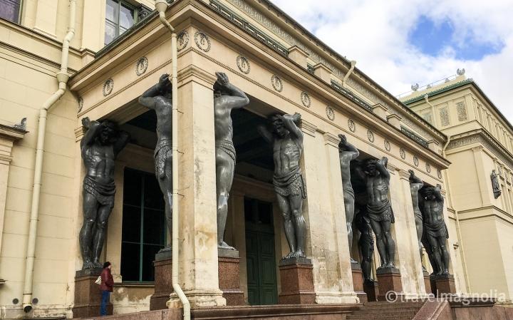 originalentrance_hermitage_st-petersburg_horiz