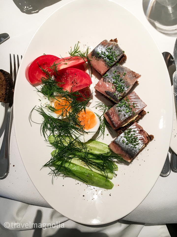 voguecafe_moscow_herring-plate