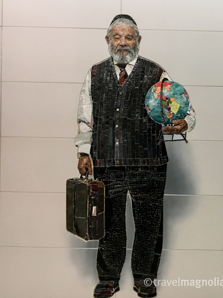 Vik Muniz_Complete Strangers Man with Globe-2